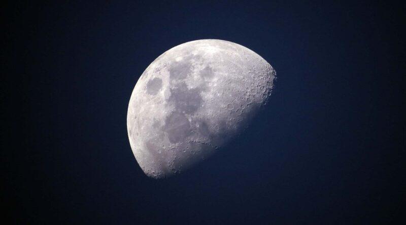 Febrero 4: Luna Cuarto Menguante - Los Secretos de Dorian