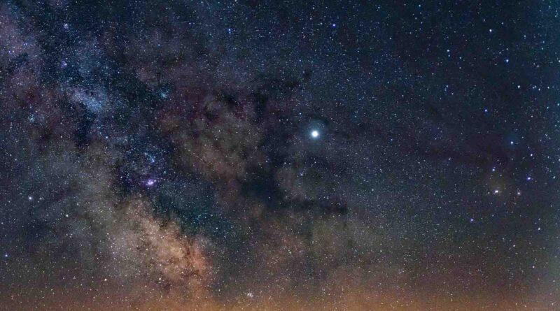Conjunción de la Luna y la estrella Antares - Los Secretos de Dorian