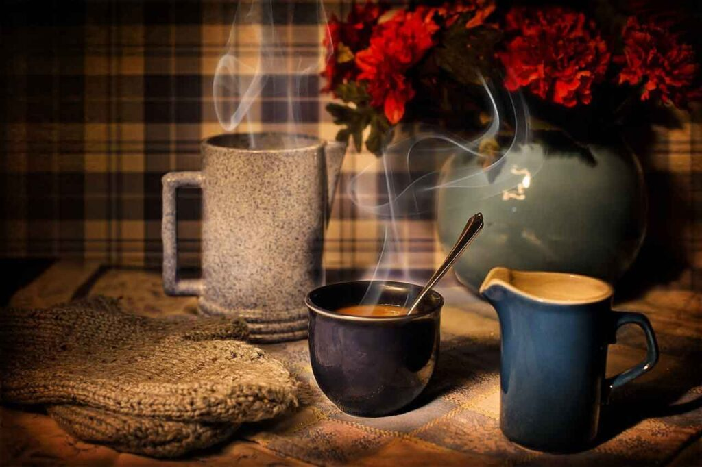 Taza de café caliente - 7 Secretos en el Día de la NO DIETA: celebrando el Día Internacional de la No Dieta - Belleza y Salud - Dietas - Los Secretos de Dorian - El Magazine de la Eterna Juventud