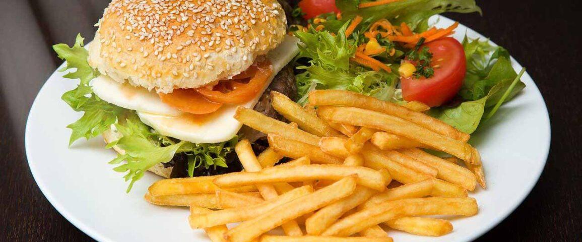 Hamburguesa y Papas Fritas - 7 Secretos en el Día de la NO DIETA: celebrando el Día Internacional de la No Dieta - Belleza y Salud - Dietas - Los Secretos de Dorian - El Magazine de la Eterna Juventud