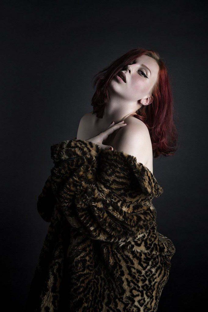 10 tendencias de Moda para el Otoño/Invierno 2021-2022 - Tendencia #10: Abrigo de Leopardo - Los Secretos de Dorian: El Magazine de la Eterna Juventud