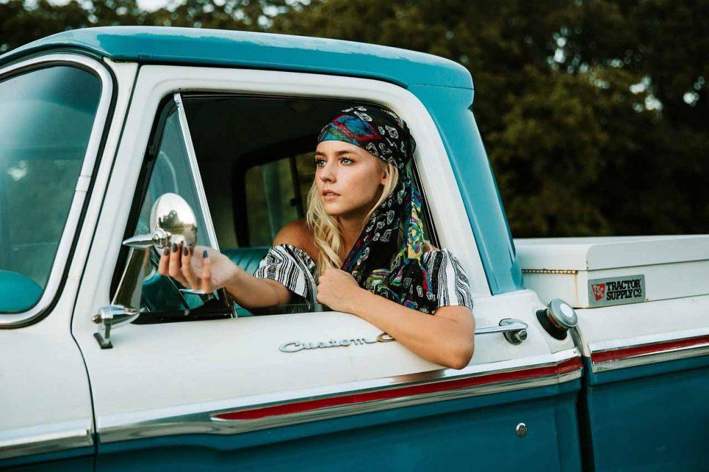 10 tendencias de Moda para el Otoño/Invierno 2021-2022 - Tendencia #5: El pañuelo - Los Secretos de Dorian: El Magazine de la Eterna Juventud
